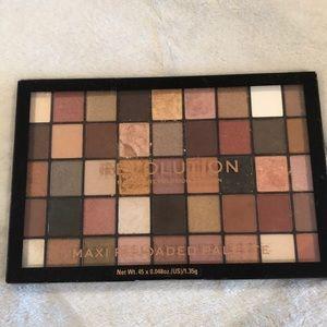 Makeup Revolution Maxi Reloaded Palette